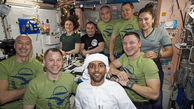 لباس جالب فضانورد اماراتی در فضا+عکس
