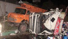 واژگونی کامیون حامل ۱۰ تن روغن موتور در تهران+ تصاویر