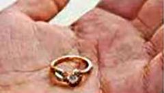 عروسی که 9 سال پیش حلقه ازداوجش را گم کرده بود، پیدا کرد