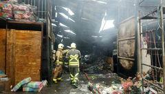 آتشسوزی یک انبار ۴۰۰ متری در جاده خاوران +عکس