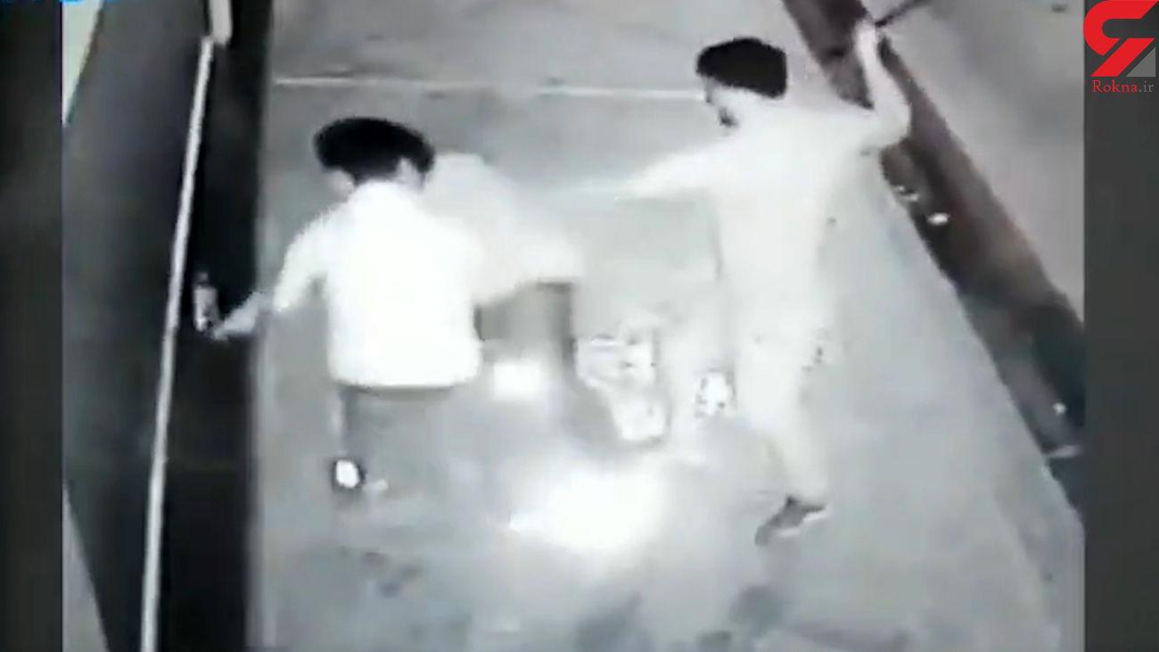 فیلم لحظه حمله به پسر تیزهوش برای سرقت موبایل