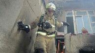 نجات مردی در آتش سوزی منزل قدیمی +عکس