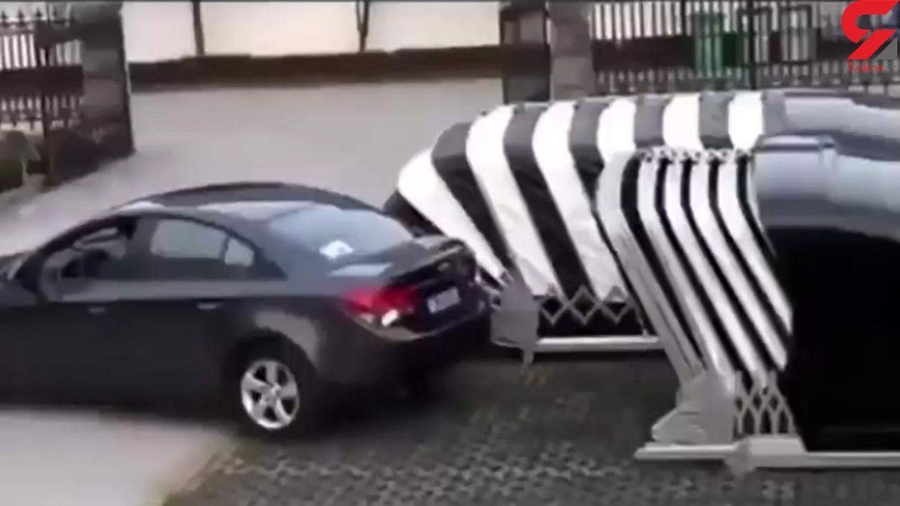 پارکینگ با طراحی آکوردئون+ فیلم