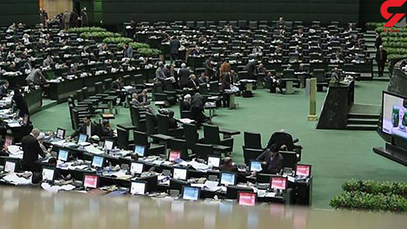 نمایندگان مجلس در بین جلسه علنی نماز آیات می خوانند