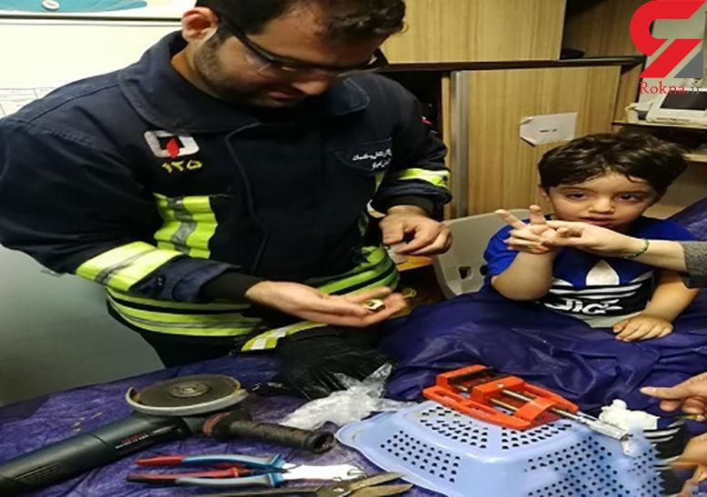 نجات انگشت پسربچه اهوازی از لای قطعات آهنی + عکس