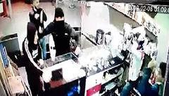 توضیحات پلیس اراک در خصوص کلیپ پخش شده حمله اراذل و اوباش به فروشنده های یک مغازه+تصویر