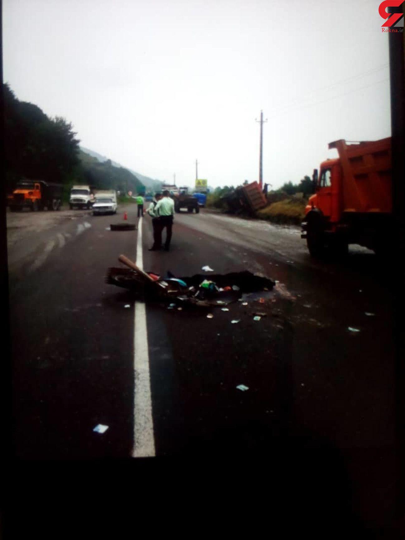 کامیون راننده موتور سیکلت را زیر گرفت/به همراه عکس