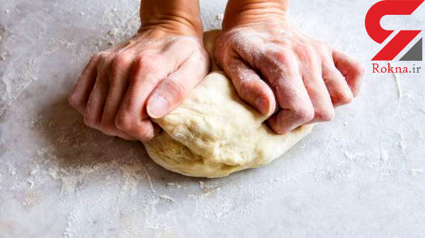 چرا خمیر نان به دست می چسبد؟/ترفندهای پخت بهتر نان خانگی
