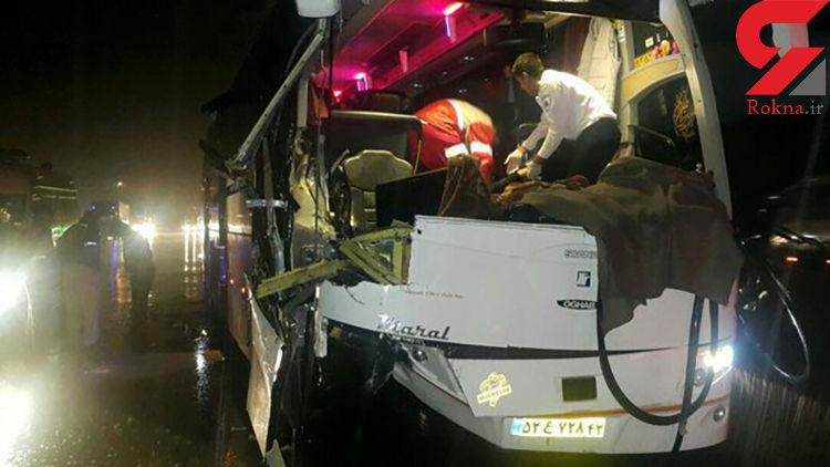 قطع دست جوان 23 ساله در تصادف اتوبوس با تریلر در پلدختر