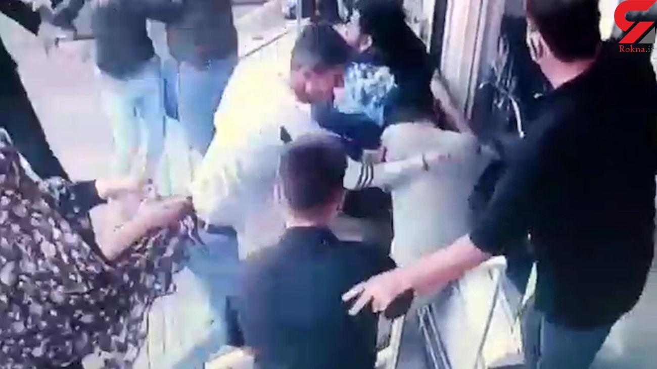 فیلم هولناک از حمله چماق به دست ها به یک جوان در نسیم شهر / یک نفر قطع نخاع شد