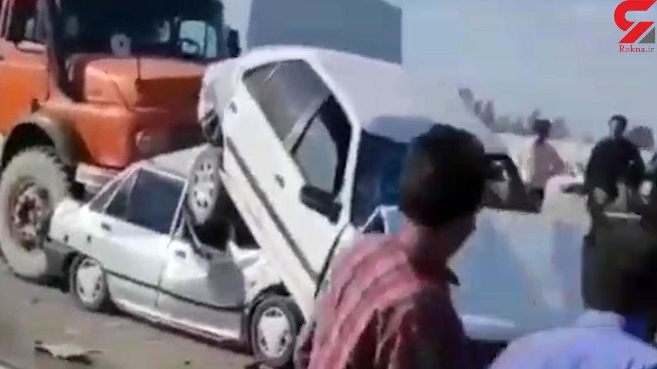 فیلم وحشتناک لحظه له شدن پراید و پژو زیر کامیون / در مشهد رخ داد