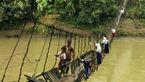 خطرناکترین مسیر عبور دانشآموزان برای رسیدن به مدرسه +عکس