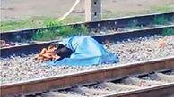 گریه های سگ باوفا کنار جسد صاحبش / قطار مکزیک مرد 57 ساله را له کرد+ عکس