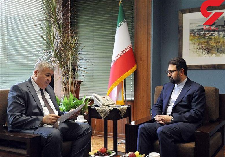 بازنویسی صفحه ای از قرآن بایسنقری به درخواست سفیر ازبکستان