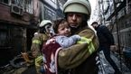 عکس/ نجات نوزاد توسط آتشنشان فداکار از محل انفجار گاز
