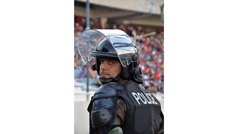 این ماموران انتظامی از تماشای فوتبال لیگ برتر محروم هستند ! + فیلم