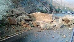 ریزش کوه در محور سوادکوه / ترافیک سنگین در منطقه پیچ آینه