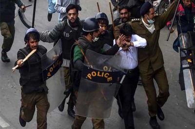 حمله وکلا به بیمارستان لاهور / اعلام وضعیت فوقالعاده در پنجاب پاکستان