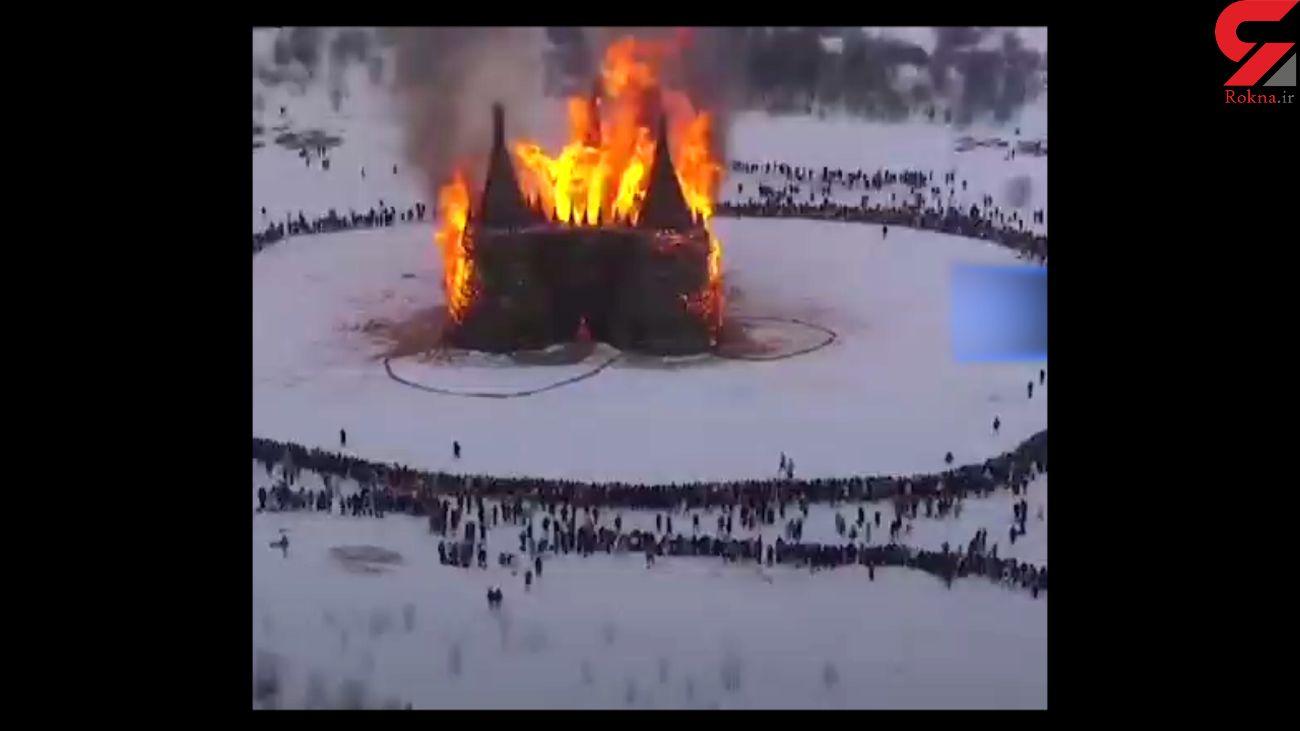 پایان جشنواره زمستانی در روسیه با سوزاندن قلعه کرونا + فیلم