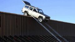 فرار عجیب از دیوار مرزی ترامپ+ عکس