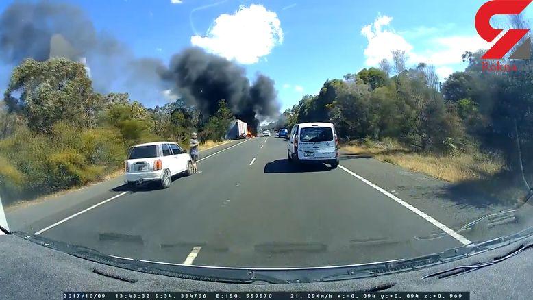 آتش گرفتن ناگهانی یک کامیون در جاده+ فیلم