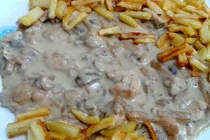 طرز تهیه چیکن استراگانوف، غذای محبوب روسی