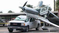 عکس های عجیب از فرود یک هواپیما! +عکس