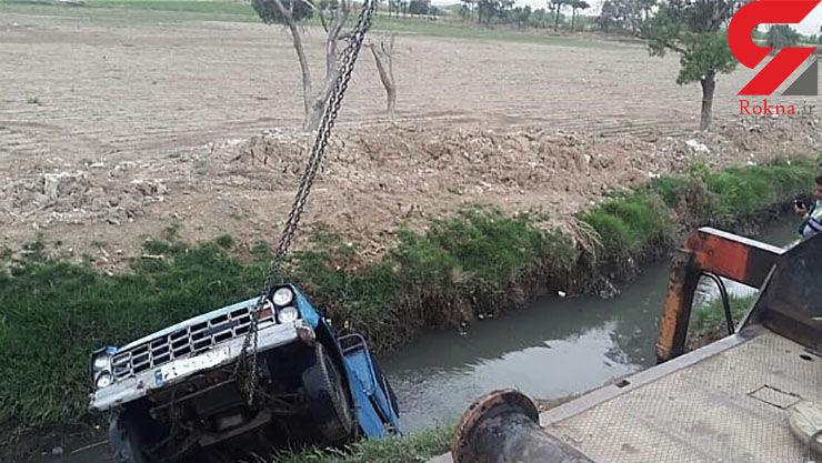 سقوط نیسانوانت به همراه راننده داخل کانال آب