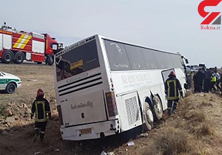 5 مصدوم در تصادف اتوبوس و کامیون در نائین