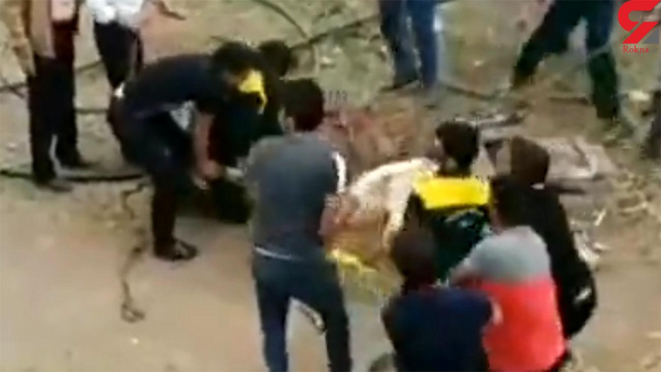فیلم / نجات شتر گرفتار در دهنه چاه در قمصر کاشان