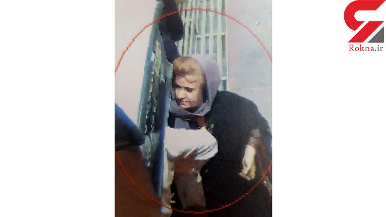 این زن موطلایی را می شناسید ؟ / او مقابل بانک ها کمین می کند+ عکس چهره باز