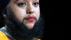 دختری جذاب با ریش های 15 سانتی+عکس