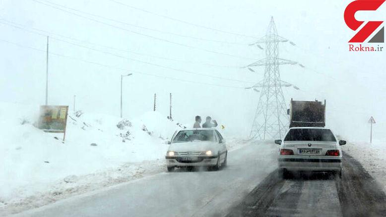 برف مسیر ارتباطی 25 روستای اطراف تفتان را مسدود کرد