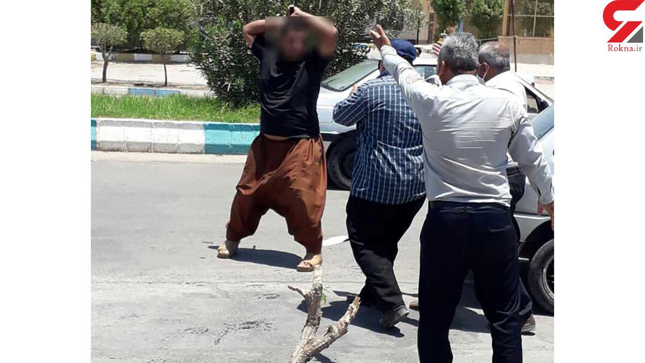 حمله خونین دستفروشان آبادانی به ماموران شهرداری + فیلم
