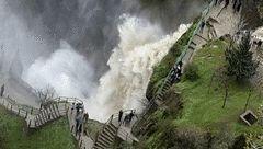 آبشاری با دو طبقه پنهان